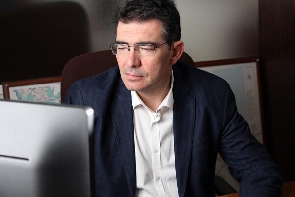 Narciso Estellés- 'La transparencia hay que practicarla, no predicarla. Peris debe explicar los contratos sin fiscalizar de su propia área'.