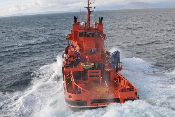 Salvamento Marítimo asiste al pesquero Virgen Poderosa Primero.