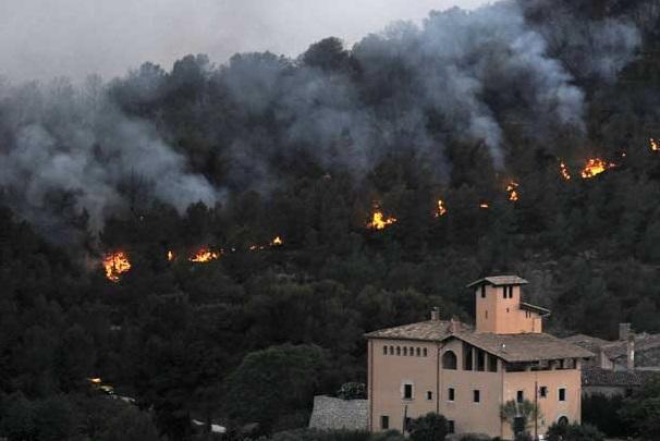 Se declara un nuevo incendio en Les Valls que se suma a los de Bolbaite y Carcaixent.