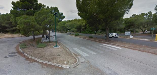 Se han reparado y puesto en funcionamiento tres farolas en diversos puntos de la zona de la Devesa.