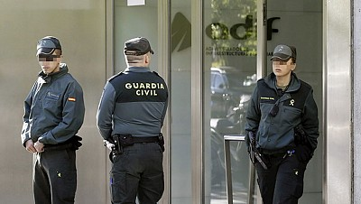 También se están llevando a cabo registros en 15 domicilios en Barcelona y Madrid.