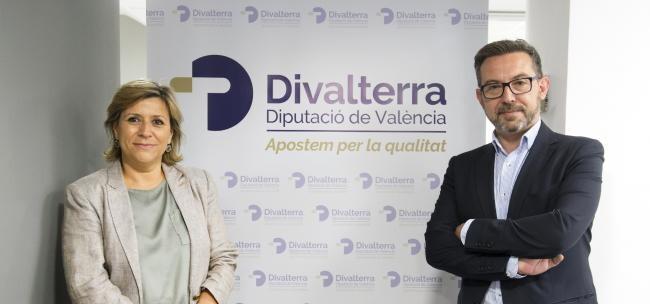 Víctor Sahuquillo y Agustina Brines en la presentación de la nueva imagen de Divalterra. (Foto-Abulaila).