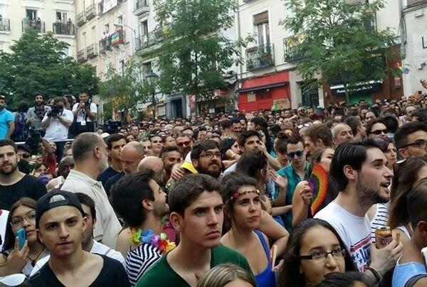 Valencia muestra la fuerza del Orgullo LGTB en una manifestación multitudinaria.