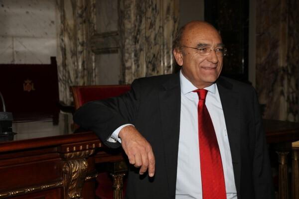 """Vicente Igual denuncia que el Ayuntamiento """"no mantiene el horario y atención que prestan las bibliotecas municipales a los valencianos""""."""