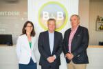 Ana López (directora financiera de B&B),Georges Sampeur (CEO de B&B)y Dennis Derrien (Administrador de la cadena)