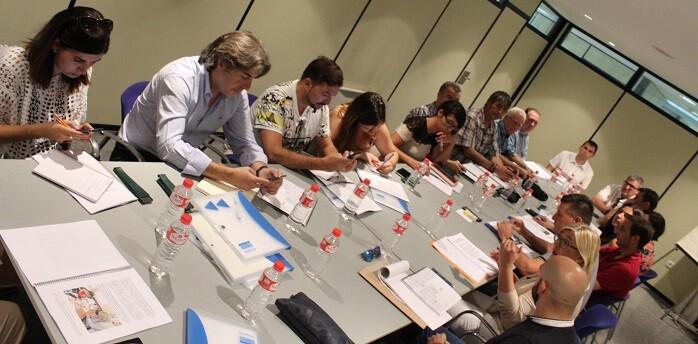 Aguar y Peris estuvieron acompañados por los alcaldes de los municipios que gobiernan en la provincia de Valencia.