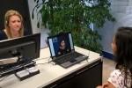 Aguas de Alicante incorpora el servicio de atención al cliente para personas sordas en San Vicente y el Campello.