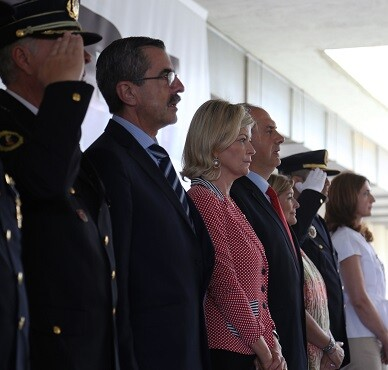 Autoridades en la ceremonia de distinciones.