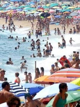 Cataluña, Baleares y Canarias son las comunidades que más turismo reciben.