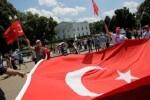 El Ministerio de Educación turco suspende de servicios a 15.200 funcionarios sospechosos de fomentar el golpe de Estado.