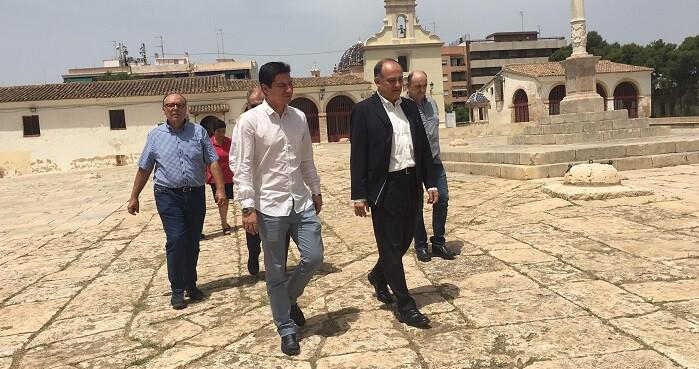 El concejal de Turismo, Joan Calabuig, ha destacado su singularidad durante una visita al monumento con el alcalde de Burjassot .