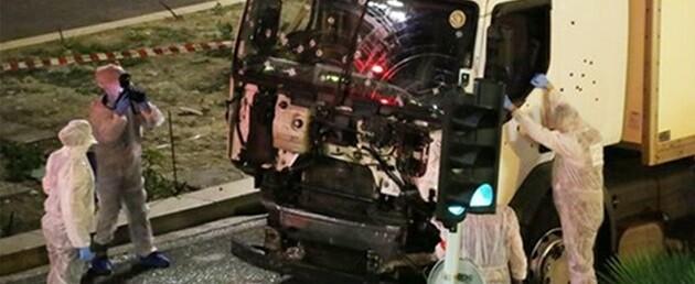 Estado del camión tras ser abatido su conductor,