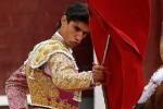 Fallece el torero Víctor Barrio al ser corneado en el coso de Teruel.