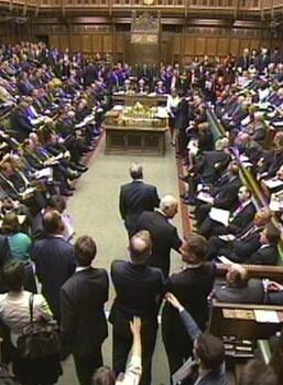 La Cámara de los Comunes está obligada a debatir cualquier propuesta que supere las 100.000 firmas.