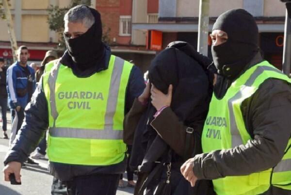 La Guardia Civil detiene en Girona a dos personas acusadas de colaborar con una estructura permanente de financiación del DAESH.