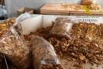 La Guardia Civil interviene en Elche (Alicante) más de 18 toneladas de tabaco ilegal.