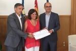 La Universidad de Alicante entrega la recaudación del concierto solidario de la OFUA al Centro San Rafael.
