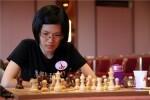 La campeona del mundo de ajedrez Hou Yifan participa en las simultáneas del Festival Internacional 'Valencia Cuna'.