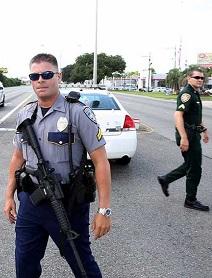 La policía ha tomado el control de las calles para esclarecer el suceso.
