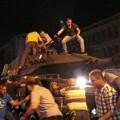 Las autoridades turcas elevan a 90 los muertos en el intento de golpe de Estado.