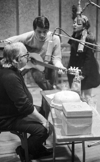 Vinicius, Creuza y Toquinho, grabando en 1970.