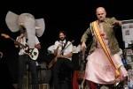 Xavi Castillo presenta por primera vez en la Gran fira su espectáculo con música en directo.