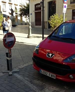 Aparcamiento  en calle Avellanes.