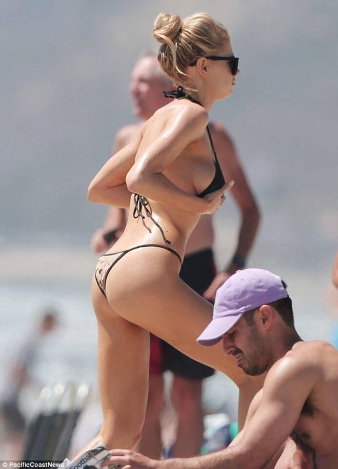 Charlotte McKinney se robó la atención de los turistas (2)
