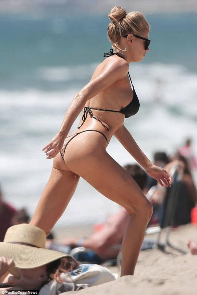 Charlotte McKinney se robó la atención de los turistas (3)