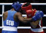 REINO UNIDO LONDRES 2012 BOXEO:LON536 LONDRES, (REINO UNIDO) 4/08/2012. Combate entre el ecuatorianov Carlos Góngora Mercado (azul) y el kazajo Adilbek Niyazymbeto ,en la ronda eliminatoria de boxeo olímpico en la categoria de 81 kg hoy, 4 de Agosto, en el pabellón Excel. EFE/Jesús Diges