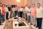 El gobierno de Colombia y las FARC anuncian un acuerdo de paz.