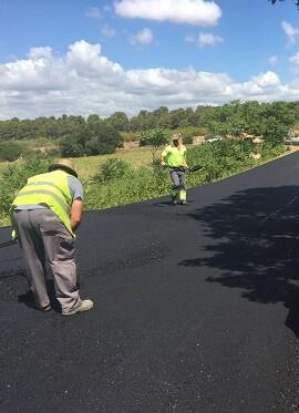 En unos días concluye el asfaltado y pintado de los últimos tres kilómetros.