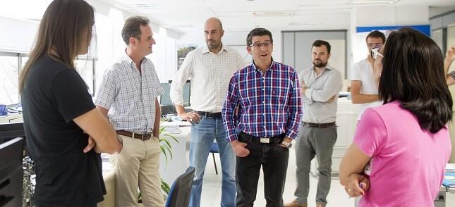 Jorge Rodriguez visita al personal de carreteras de la Diputación.(Foto-Abulaila).