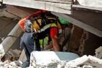 Las autoridades italianas elevan a 250 los muertos por el seísmo y los equipos de rescate siguen buscando sobrevivientes.