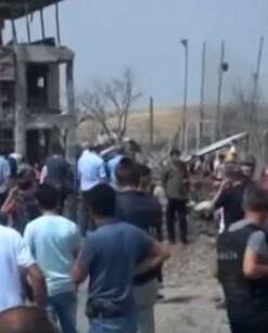 Los fallecidos son cuatro agentes de la policía y dos civiles.