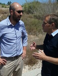 Pablo Seguí junto al alcalde de Beniarjó.