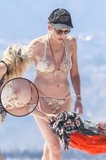 Sharon Stone enseñó una teta con su bikini