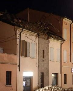 Un edificio con escombros en una imagen de archivo.