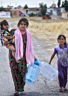 Una madre y su hija desplazadas por la violencia en Mosul (Iraq) (Foto-ACNUR-S. Baldwin).