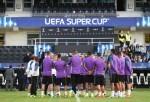 Zidane da instrucciones a sus chicos durante un entrenamiento. AFP  JNK