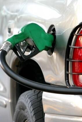 Llenar un depósito de 55 litros de gasolina cuesta 62,3 euros.