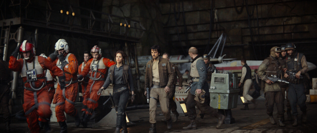 Rogue One: A Star Wars Story..L to R: (Felicity Jones) & (Diego Luna)..Ph: Film Frame..©Lucasfilm LFL