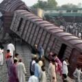 al-menos-6-muertos-y-150-heridos-en-un-choque-de-trenes-en-pakistan