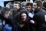 duros-enfrentamiento-entre-la-policia-y-los-manifestantes-contra-reforma-laboral-en-francia