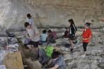 Los investigadores durante la última campaña de excavación en el yacimiento de Barranco León, en Orce (Granada). UGR