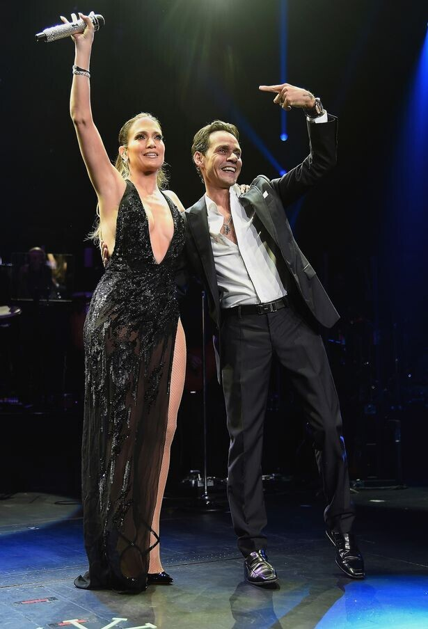Jennifer-Lopez-performs-onstage-with-Marc-Anthony-at-Radio-City-Music-Hall-1
