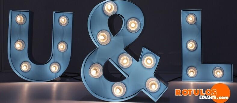 la-atemporalidad-de-las-letras-luminosas-la-convierten-en-una-gran-inversion