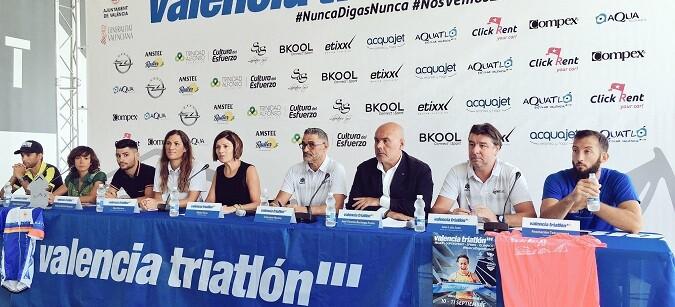 La concejala de Sanidad, Salud y Deportes, Maite Girau, presentó esta mañana el Valencia Triatlón 2016.
