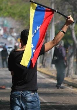 Los venezolanos protestan contra el gobierno de Maduro.