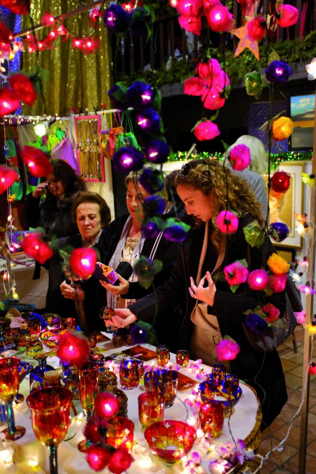 22/Diciembre/2012 Islas Baleares. Ibiza Mercadillo de Navidad de Las Dalias en Sant Carles © JOAN COSTA